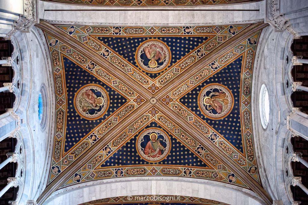 Cattedrale di San Martino, Lucca (3200 iso, mano libera)