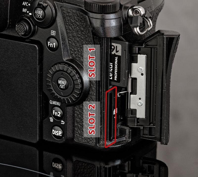 Panasonic Lumix G9: doppio slot di memoria
