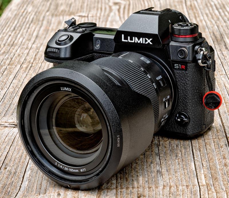 Panasonic Lumix S1R con obiettivo Lumix S 24-105 mm f/4 O.I.S Macro